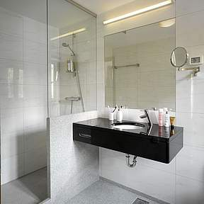3 bathrooms ensuite